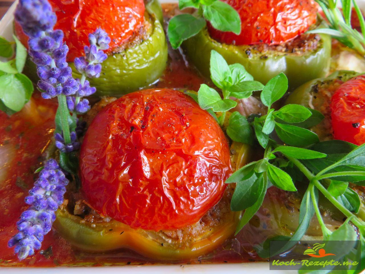 Leckere Paprika gefüllt mit Bio Hackfleisch vom Rind und Couscous