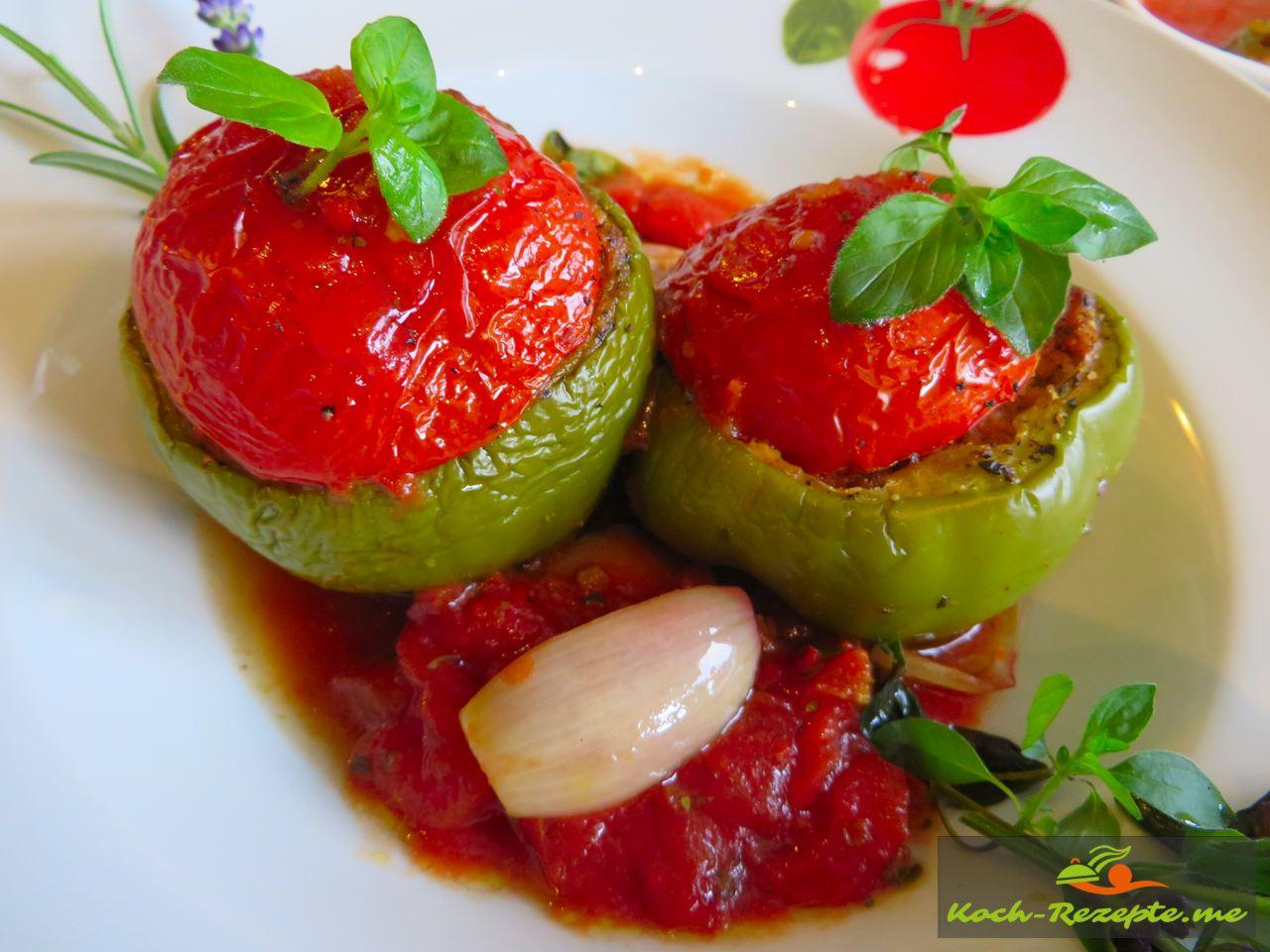 Paprika gefüllt mit Bio Hackfleisch und Couscous mit Schalotten