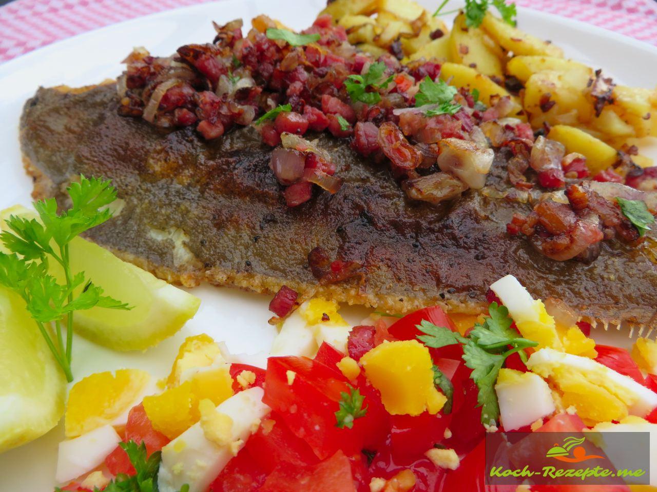 Finkenwerder Scholle klassisch mit Speck-Zwiebeln und Bratkartoffeln.