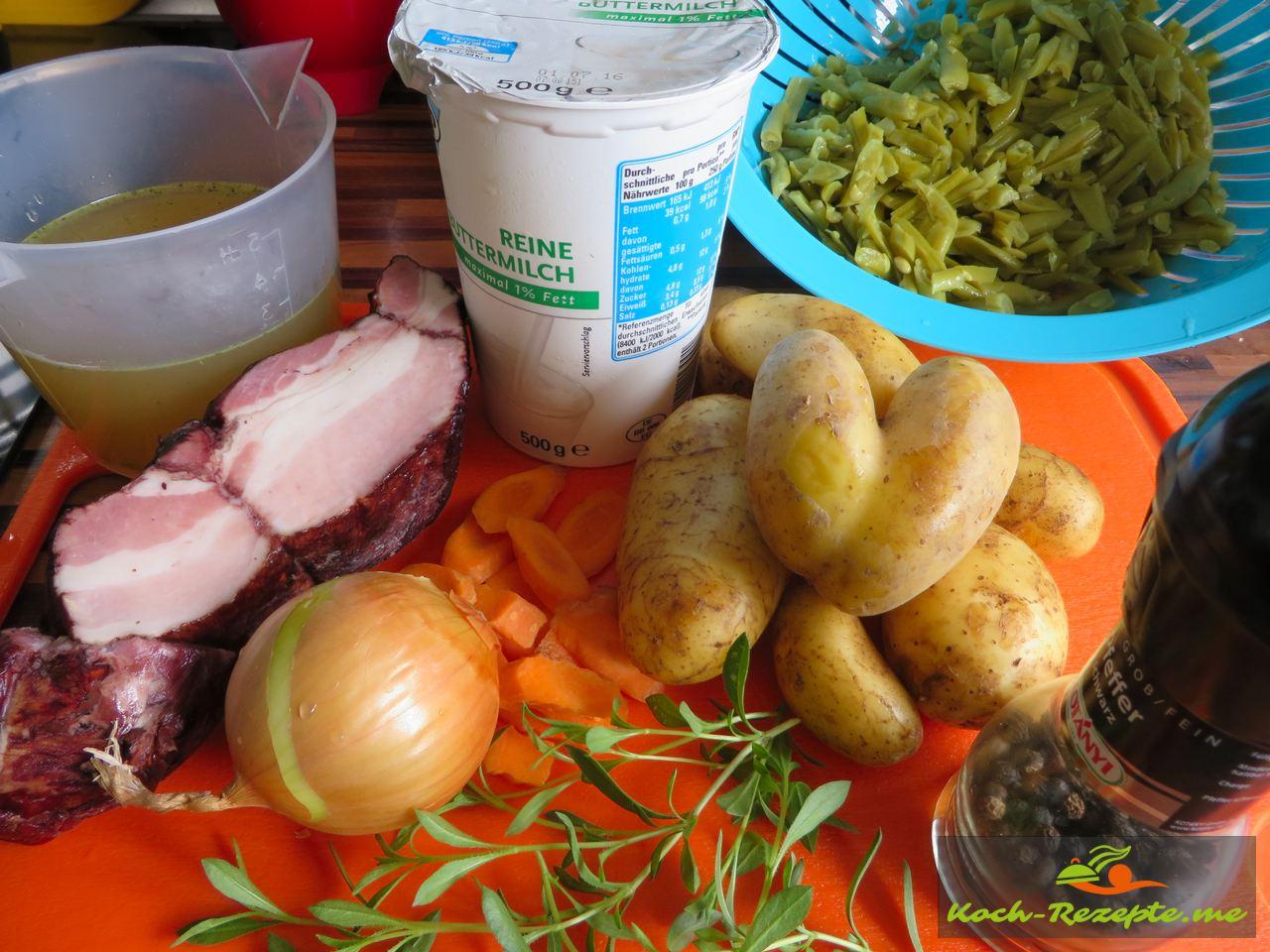 Zutaten für die Grüne Bohnen-Buttermilch Suppe mit Katenrauch Bauchspeck.