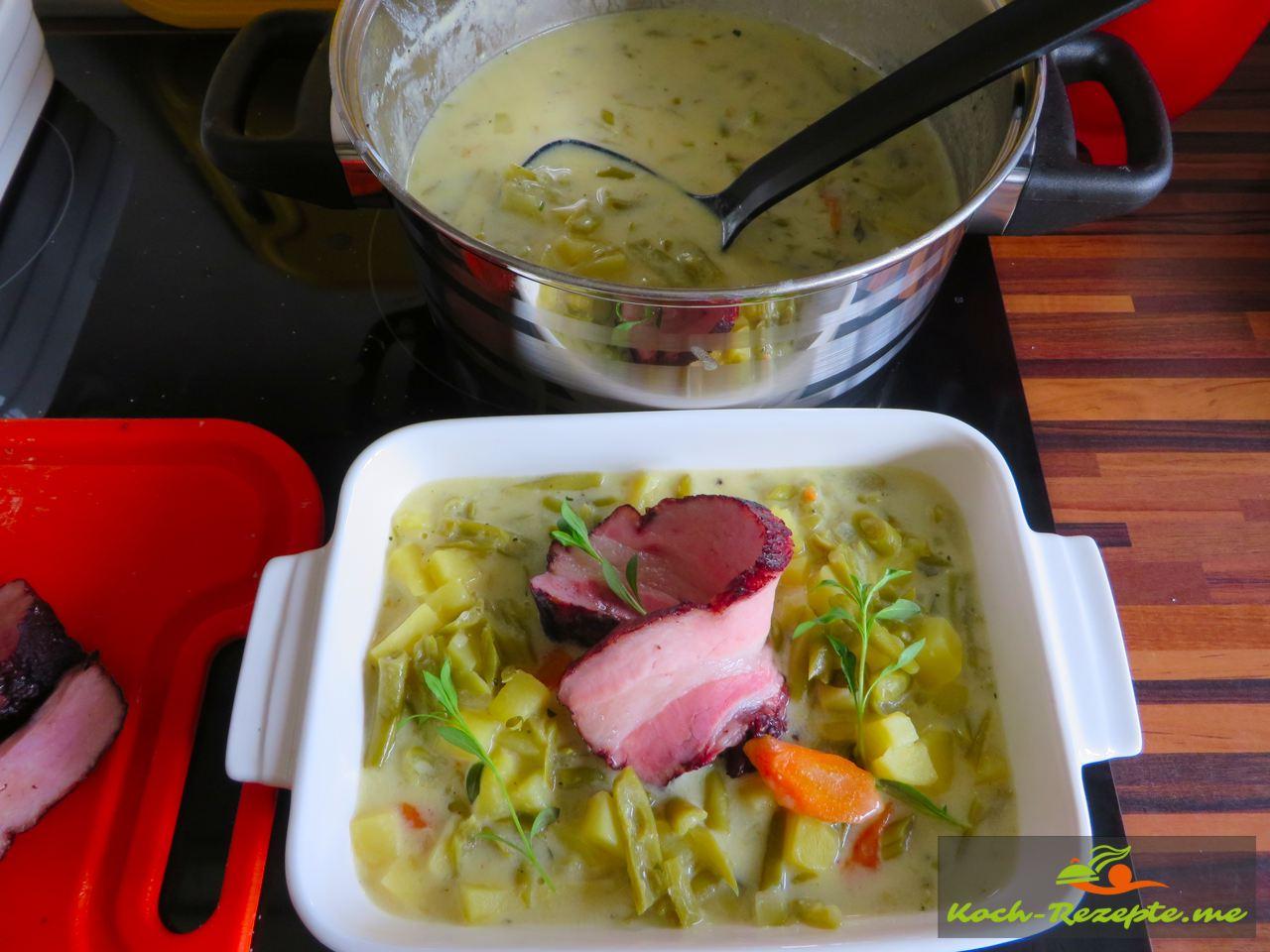 Grüne Bohnen-Buttermilch Suppe mit Katenrauch Bauchspeck.