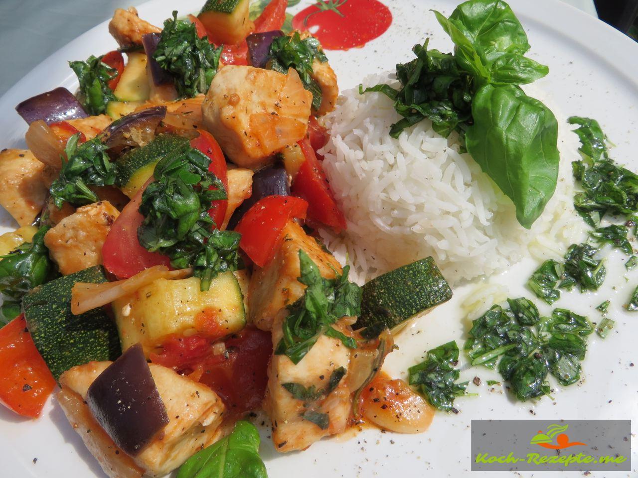 Mediterranes Gemüse mit Hähnchen und Kräuter-Öl dazu Reis.