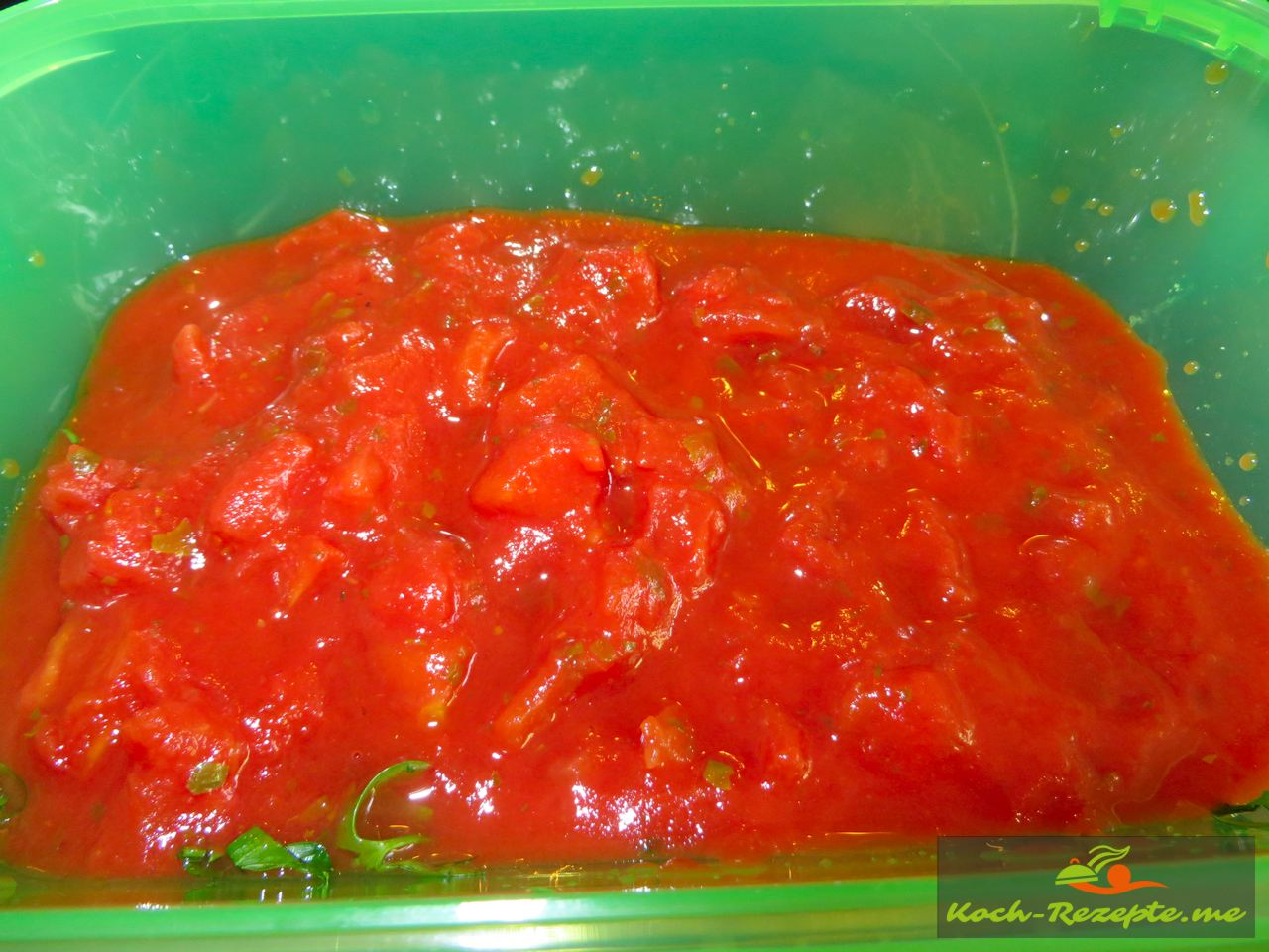 Tomatenwürfel mit Petersilie  für die Ajvar selber kochen