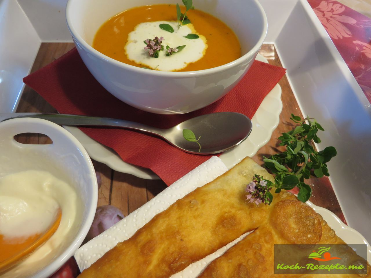 Paprika- Rahmsuppe mit Fladenbrot