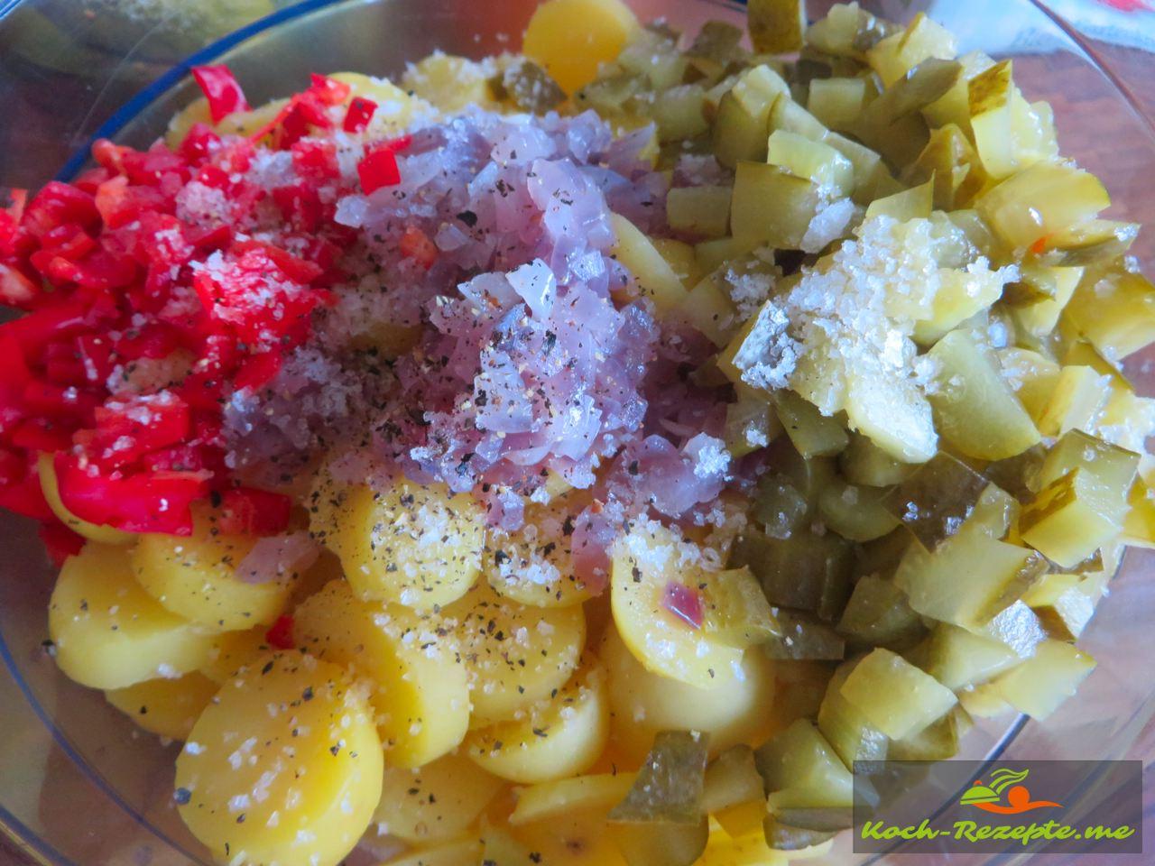 Kartoffel,Paprika,Gurken, gedünstete Zwiebeln fertig
