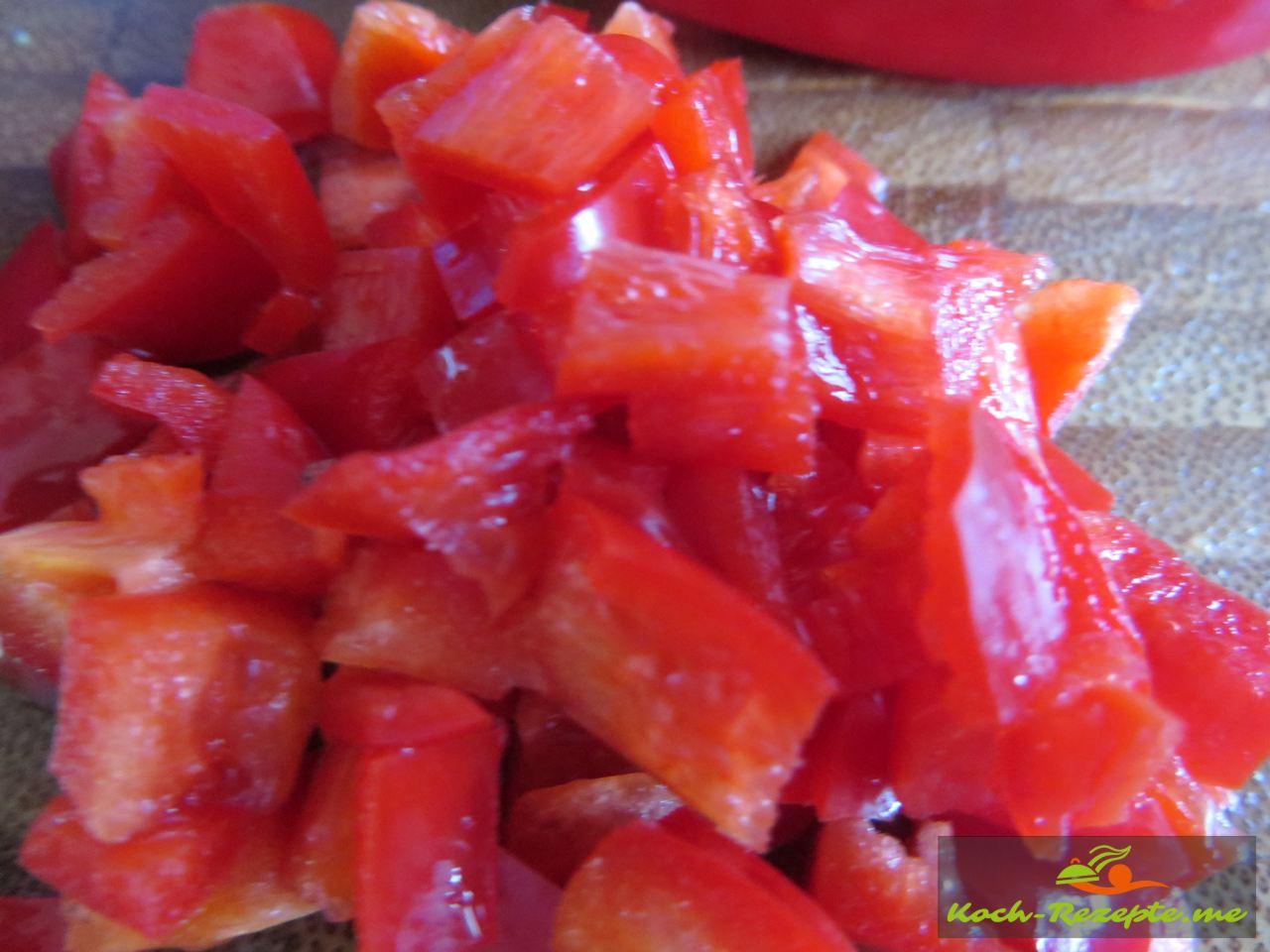 Mini Paprika in Würfel schneiden