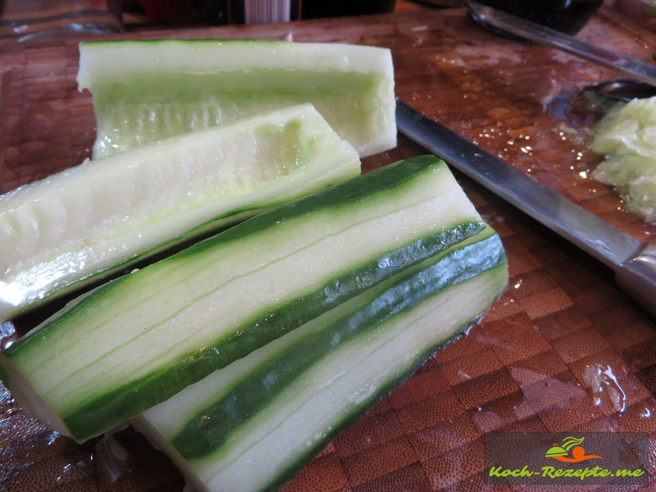 Salatgurke  für einen Brotsalat Rezept