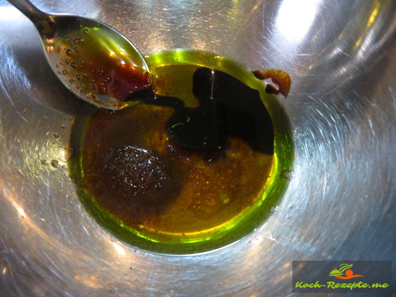 Marinade zubereiten  für einen Brotsalat Rezept