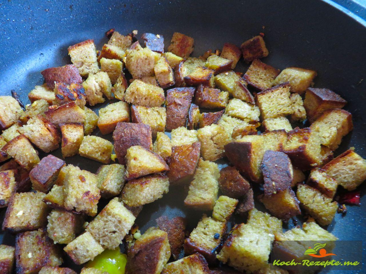 geröstetes Roggenbrot  für einen Brotsalat Rezept