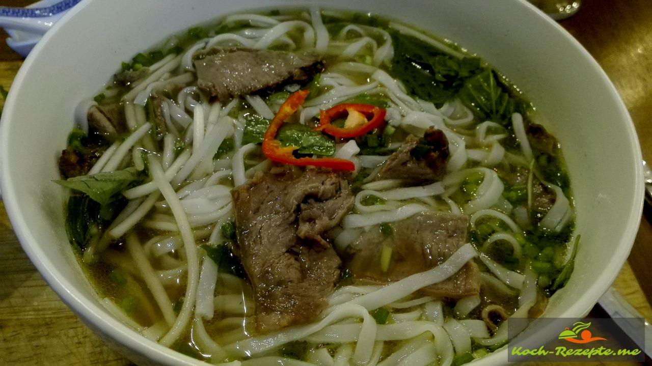 Pho Bo vietnamesisch,   Nudelsuppe mit Rindfleisch