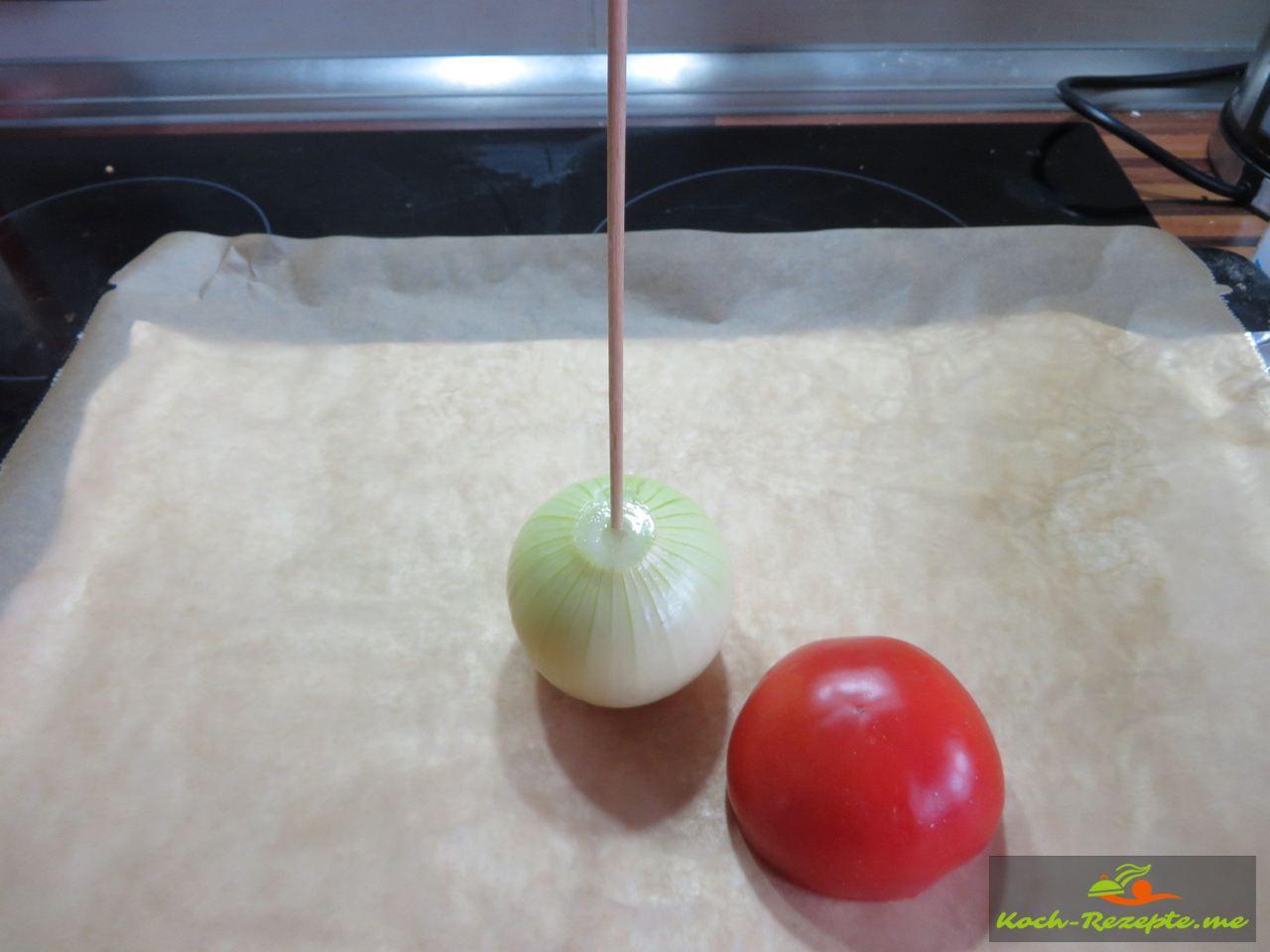 Zwiebel und Spieß, Tomate werden geschichtet