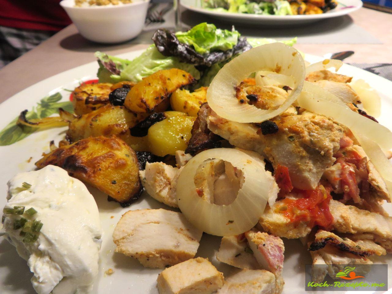 mein Teller Hähnchen-Gyros Spieß mit Kartoffelecken und Salat