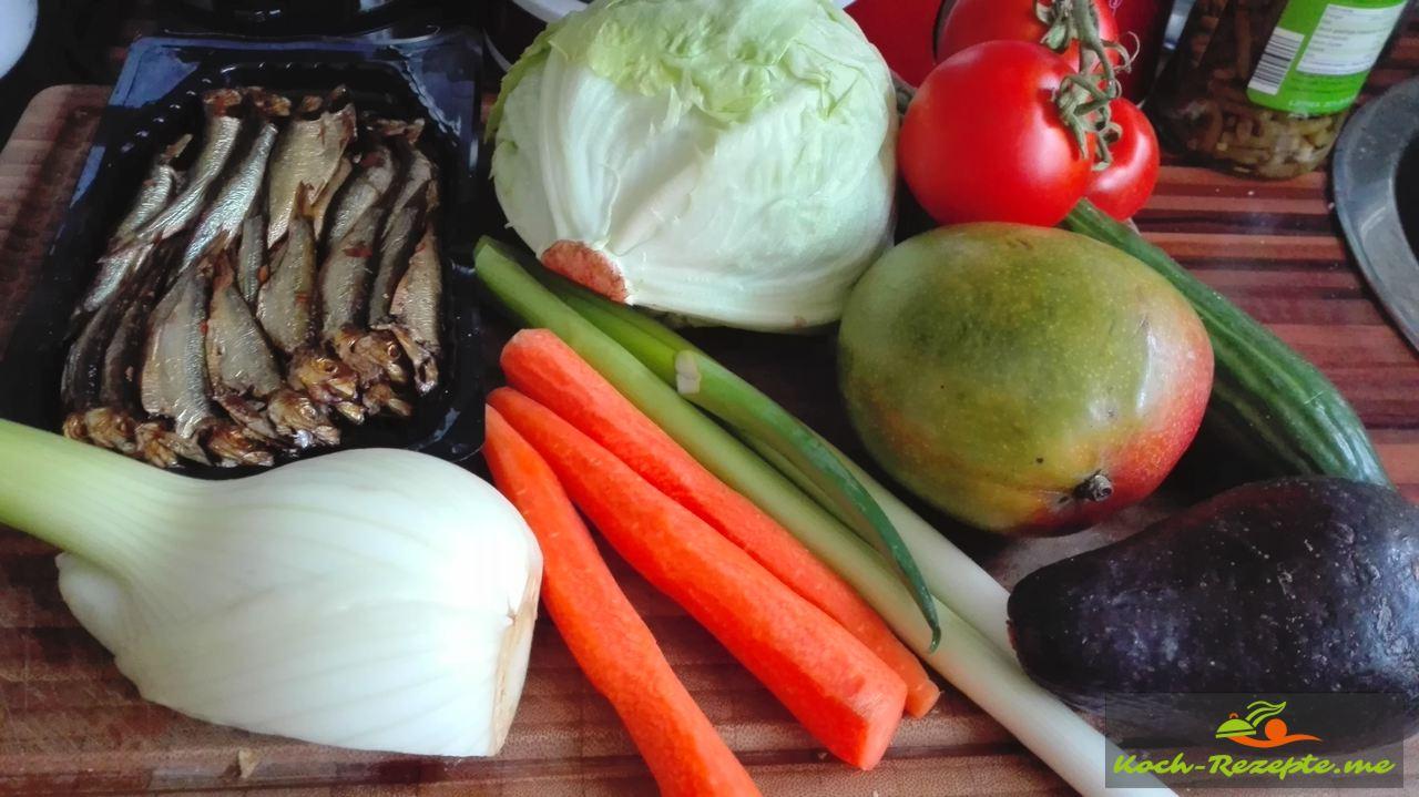 Zutaten, Fenchel, Möhren, Avocado, Mango,Tomate, Frühlingszwiebel,Gurke, Eisbergsalat