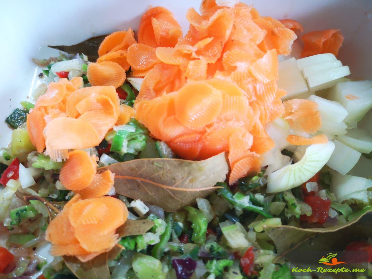 Wurzelgemüse klein geschnitten für die Suppe