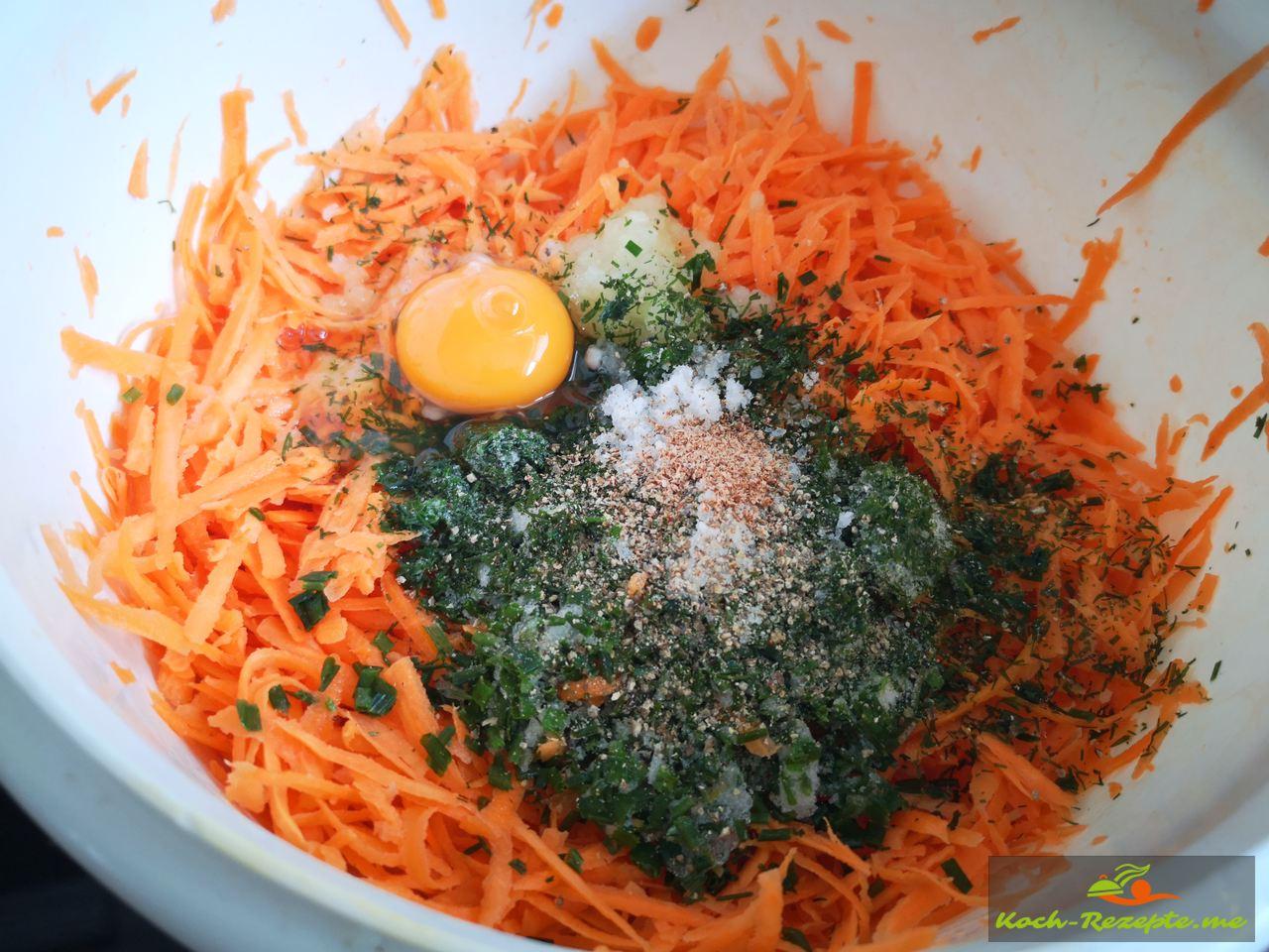 Süßkartoffeln und Möhren gut mit Kräuter,Ei Zwiebel vermischen und würzen