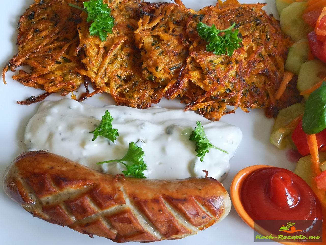 Mittagsteller Süßkartoffel-Möhren Puffer mit Tsatsiki  Bratwurst