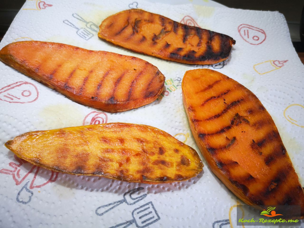 Süßkartoffel auf Haushaltpapier legen erkalten lassen