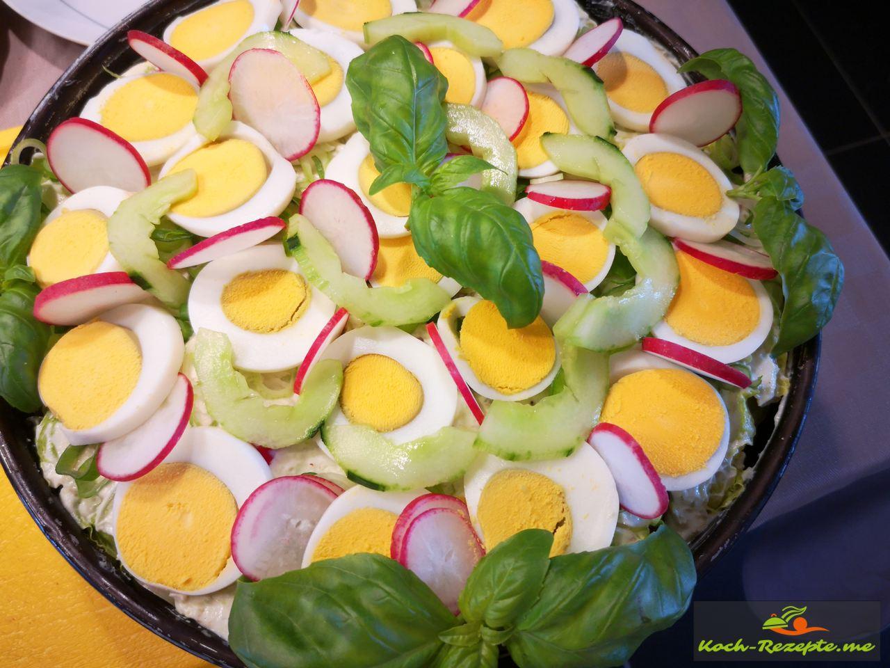 Fertigstellung der Salattorte