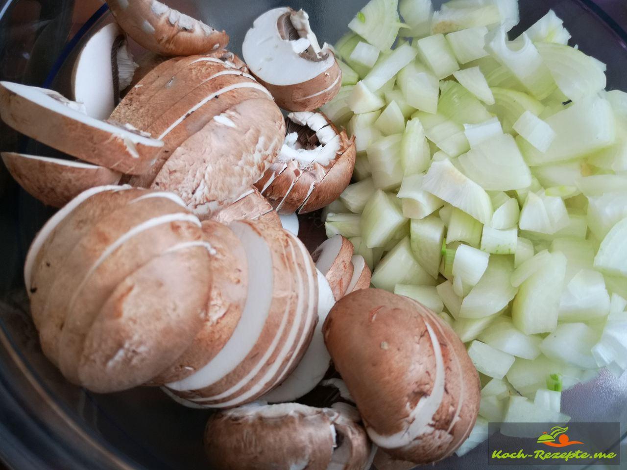 Champignons mit Zwiebeln