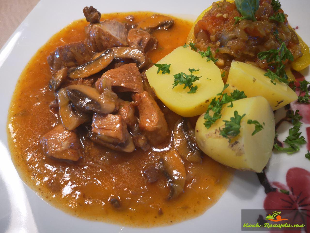 Schweinegulasch mit Pilzen, Bentheimer Landschwein vom Bio Bauernhof.