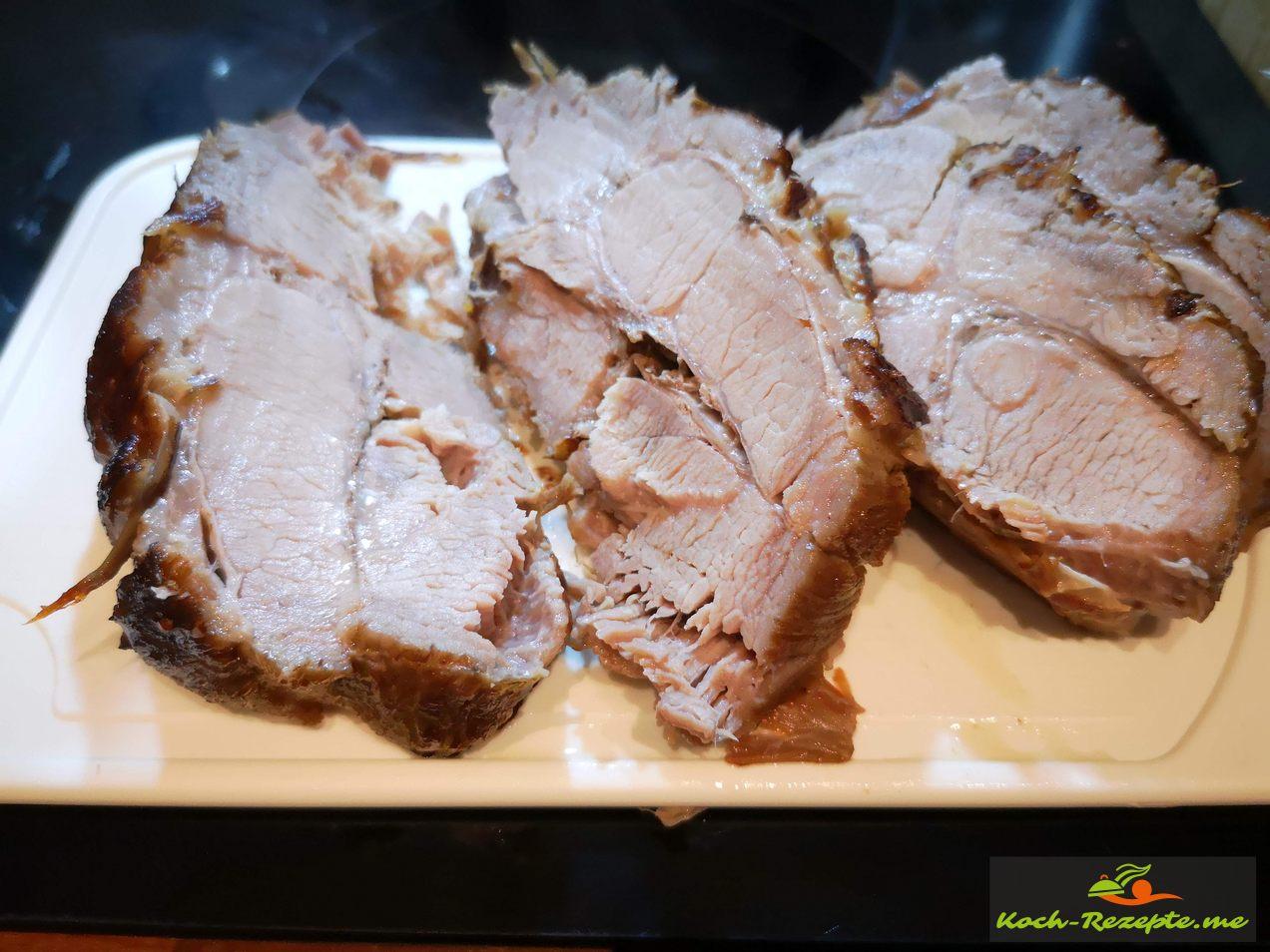 Rheinischer Sauerbraten, Rezept vom Schweinenackensteak niederrheinische Art, in Scheiben schneiden