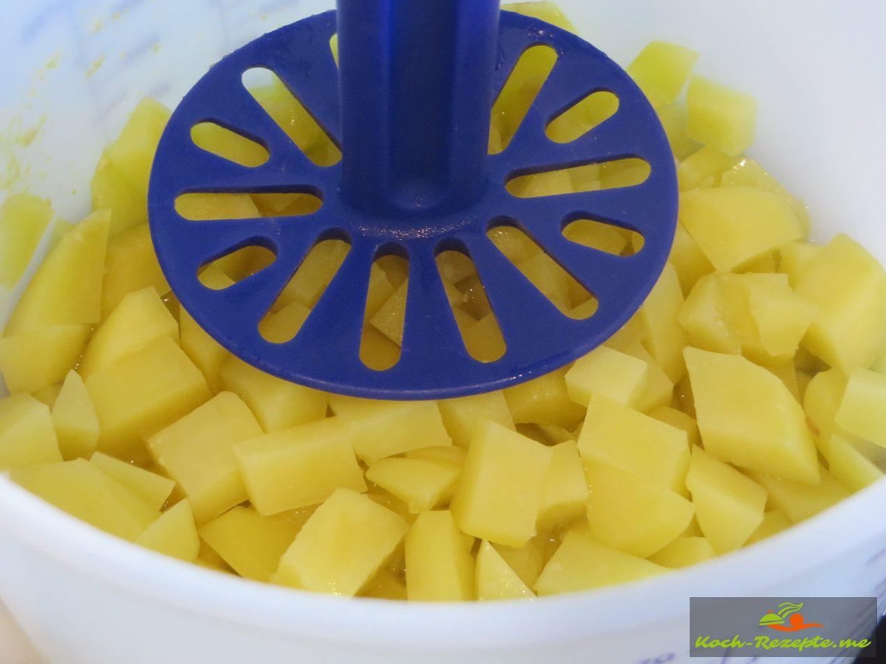 gekochte kartoffeln stampfen