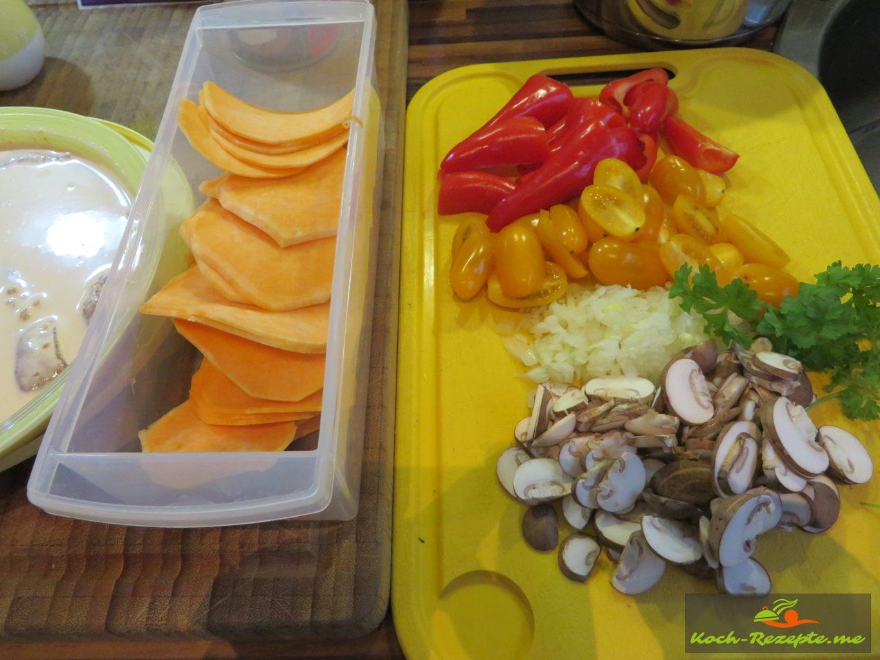 Süßkartoffelscheiben, Paprika, Zwiebeln, Tomaten, Champingnos, Petersilie