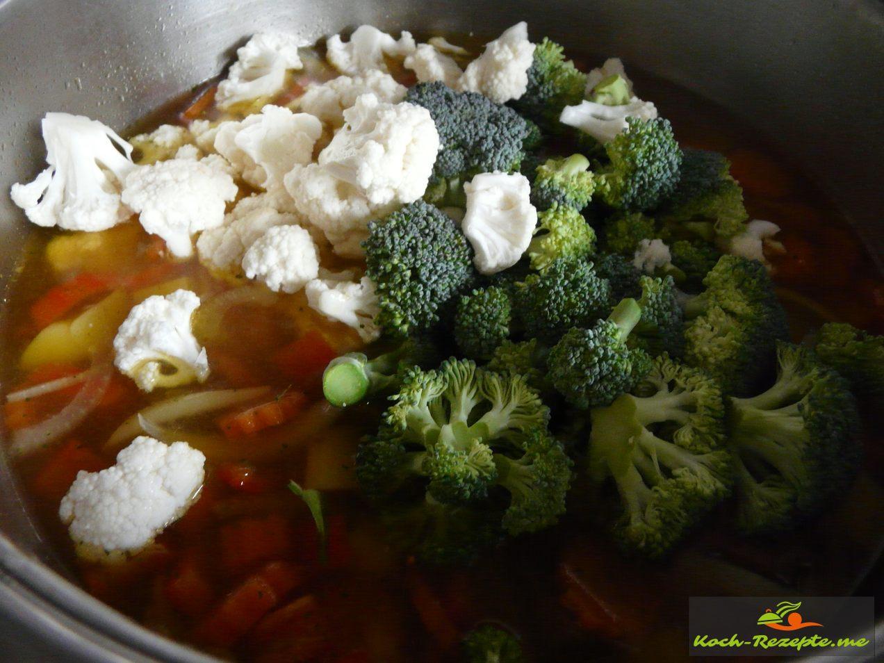 Dann kommen Brokkoli und Blumenkohlröschen in die Suppe  auf kochen für 3 Minuten