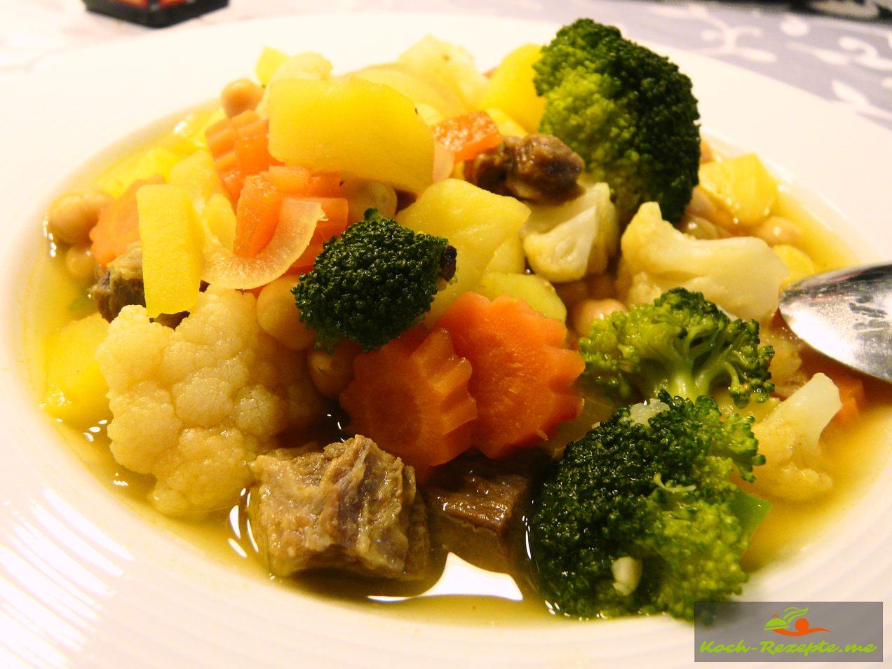 Kichererbsen Eintopf mit Gemüse und Rindfleisch ein Klassiker