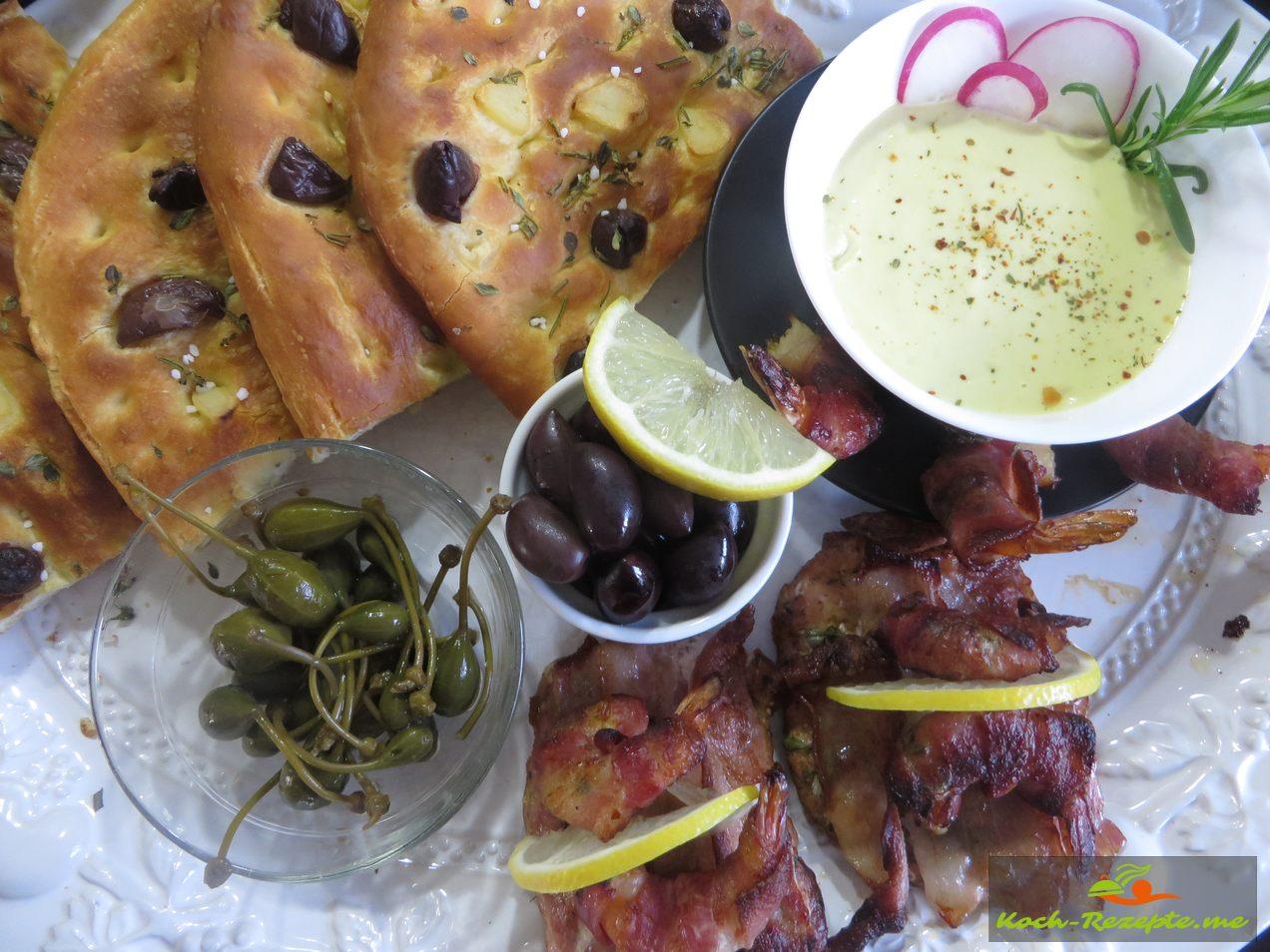 Mit Fladenbrot, Oliven, Garnelen im Bacon Mandel in  Aioli zu dippen