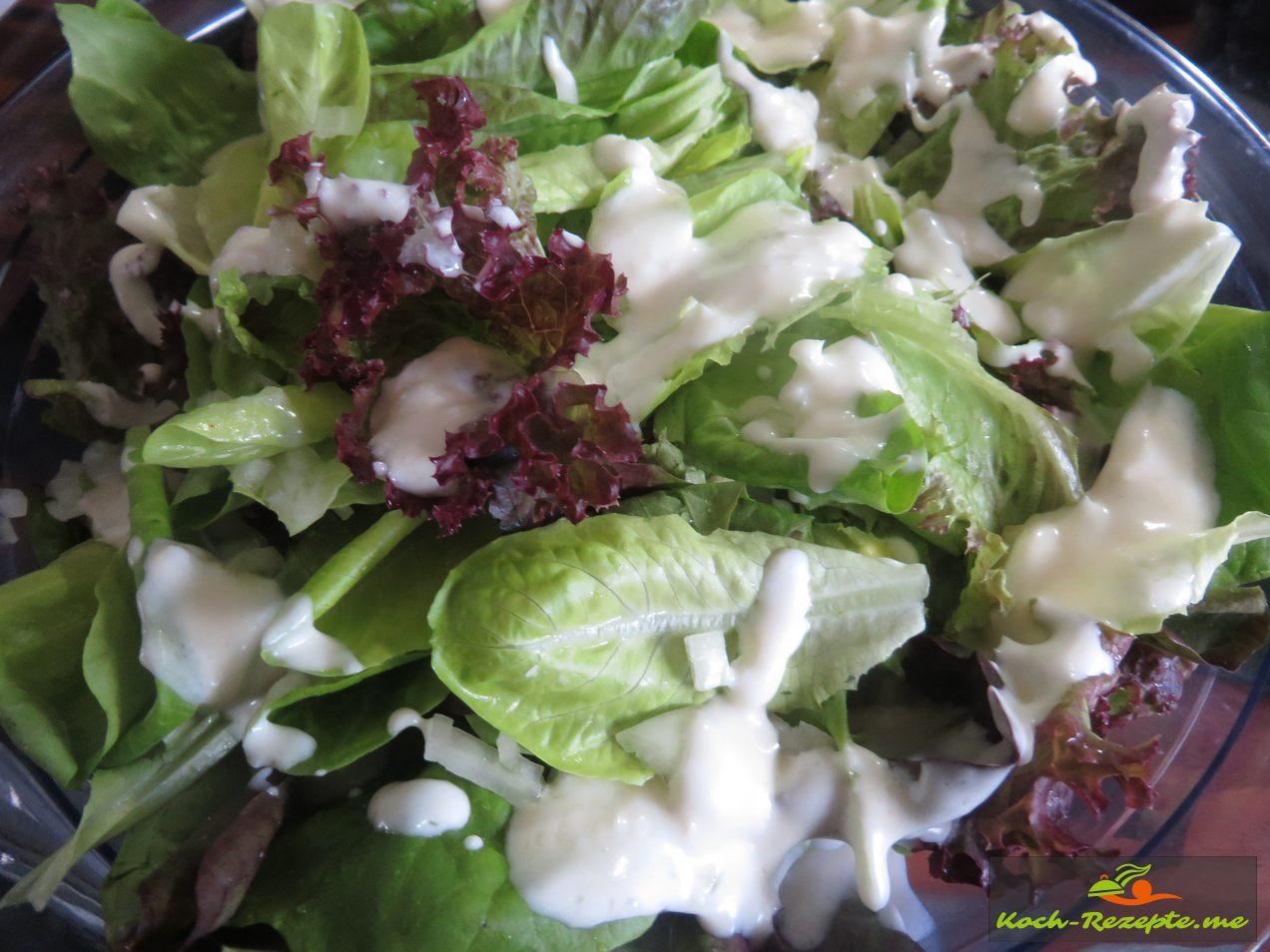 Blattsalat mit Zitronensahne