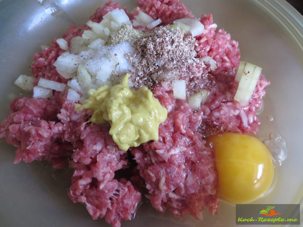 Rinderhackfleisch mit Zwiebeln,Senf Ei,Brötchen,Pfeffer,Salz, Muskatnuss, Kreuzkümmel