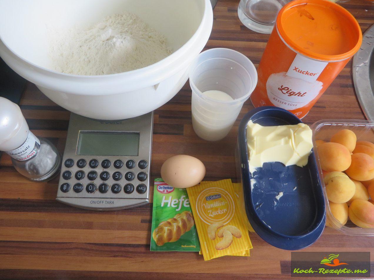 Zutaten für den Marillenknödel: 125 ml warme Milch 20 g weiche Butter 1 Ei Zimmertemperatur 25 g Xucker (Zucker) 10 g Vanillezucker