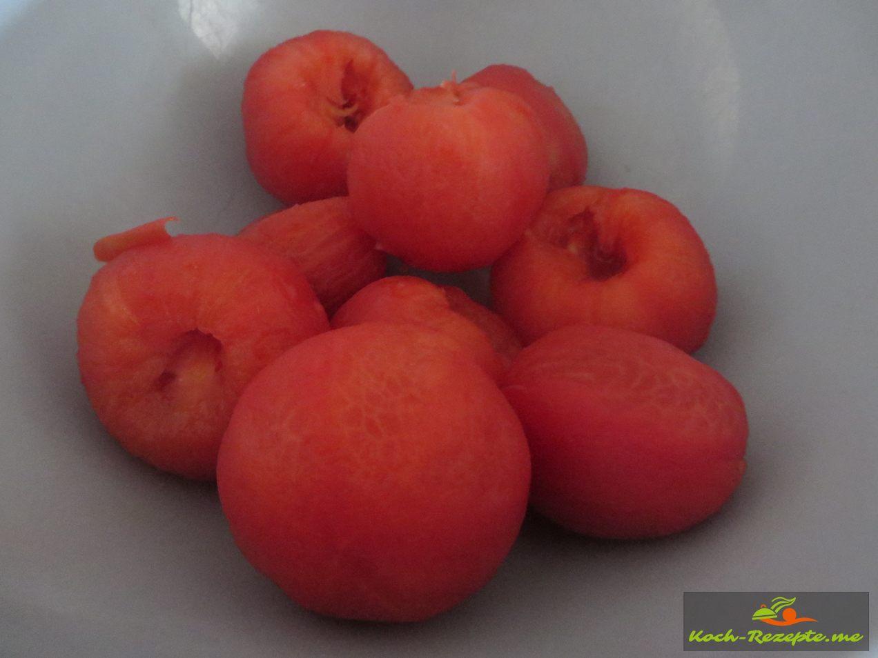 die Haut  wurde von den  Tomaten abgezogenen