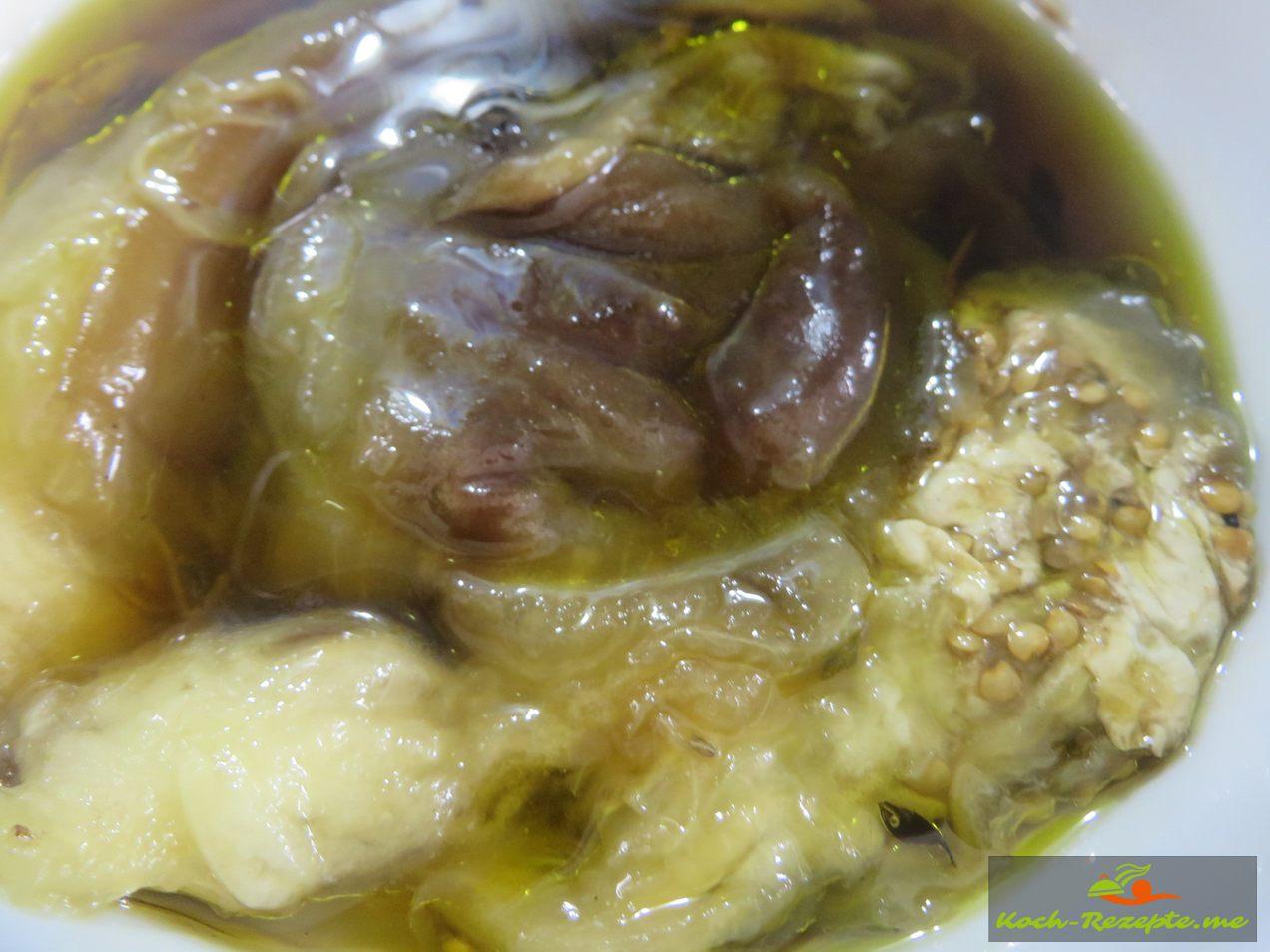Im Backofen 15 Min. bei 220 Grad gebacken, dann das Fruchtfleisch aus der Schale löffeln