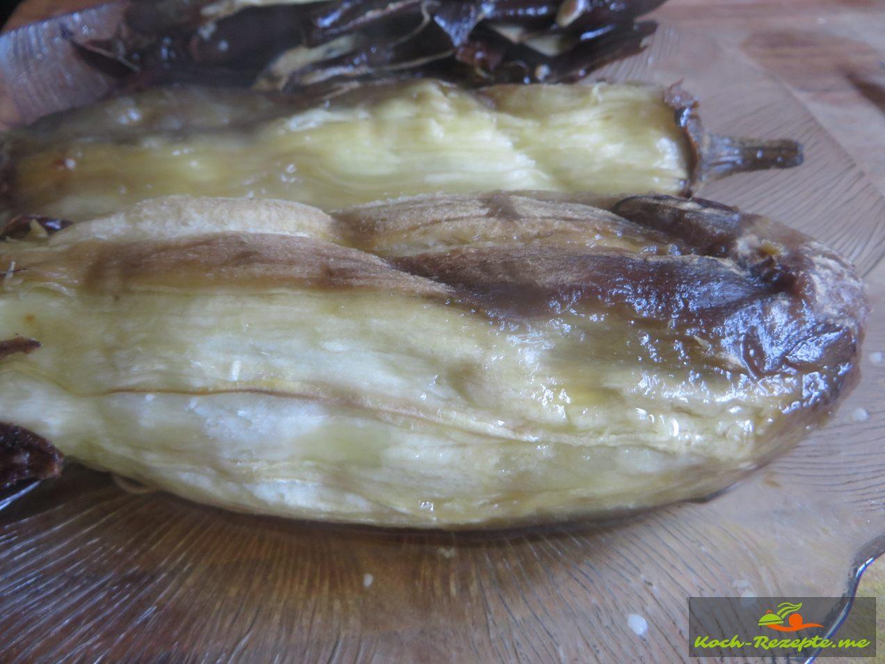Aubergine wird gehäutet