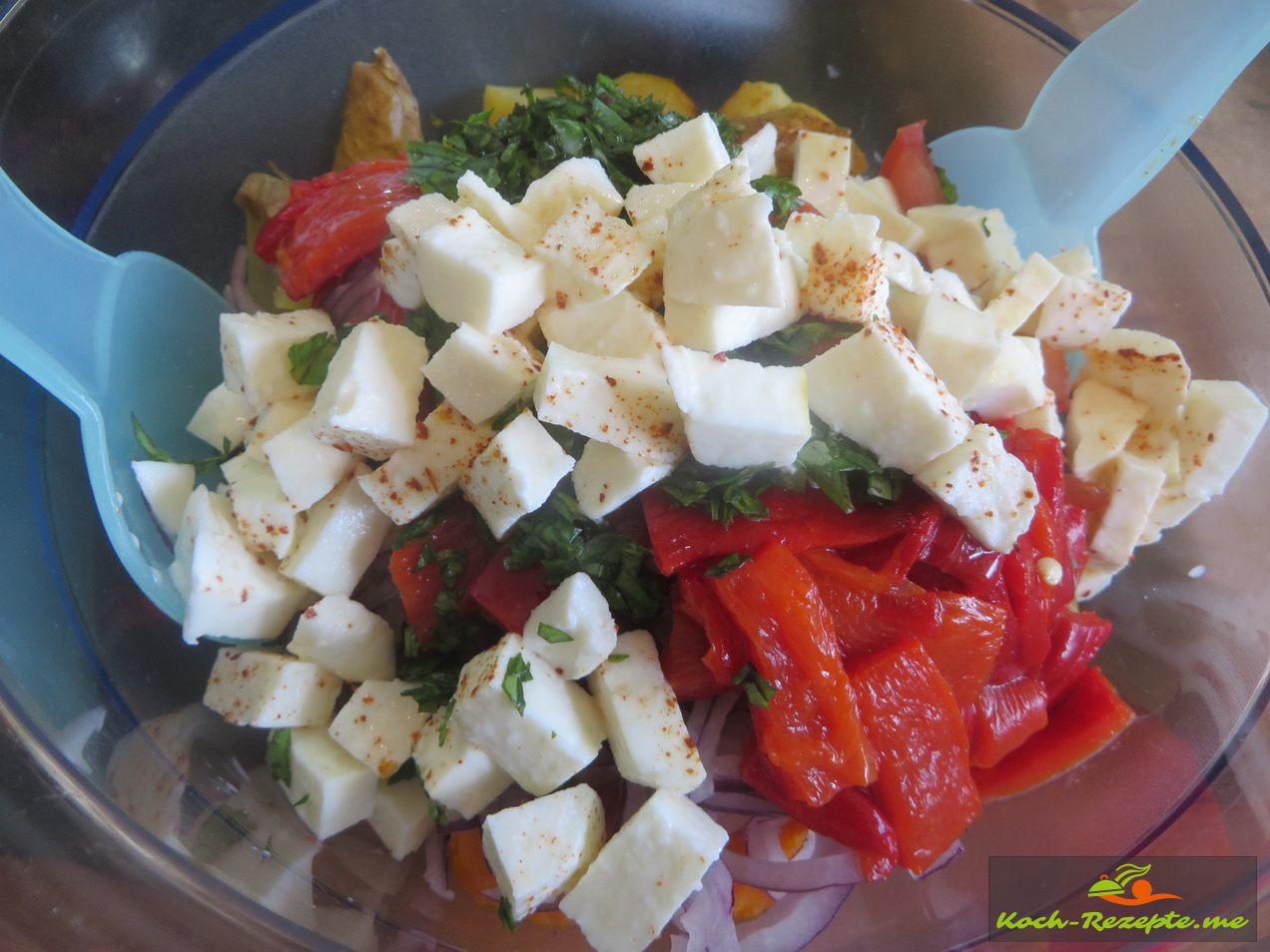 Dann alle Salat Zutaten in eine Schüssel geben