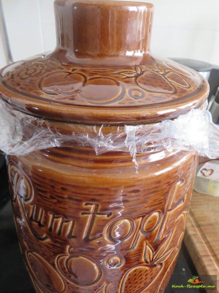 Im Rumtopf muss der Pfirsich für 3-4 Wochen ruhen