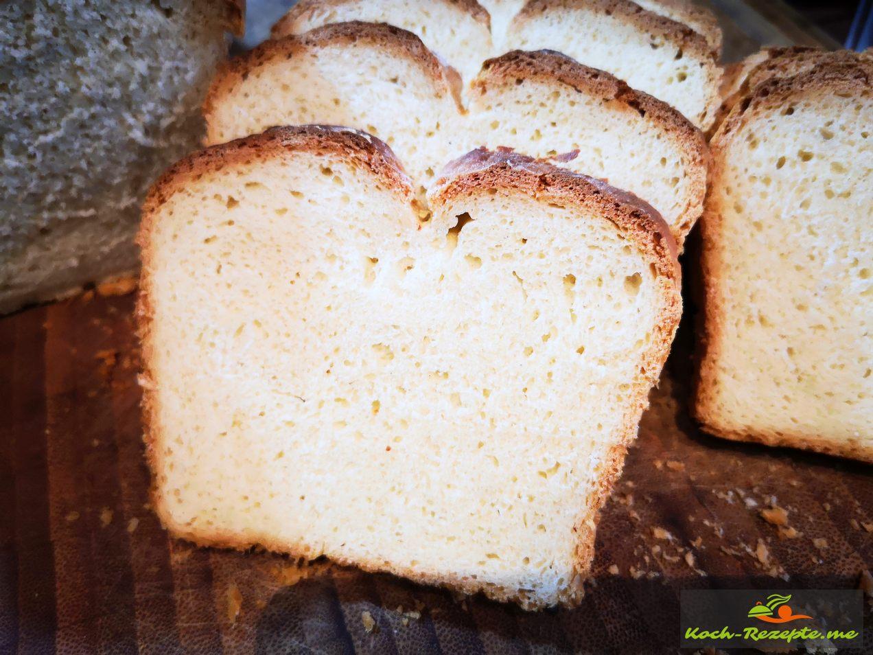Nach 2 Stunden ausgekühltes Brot anschneiden