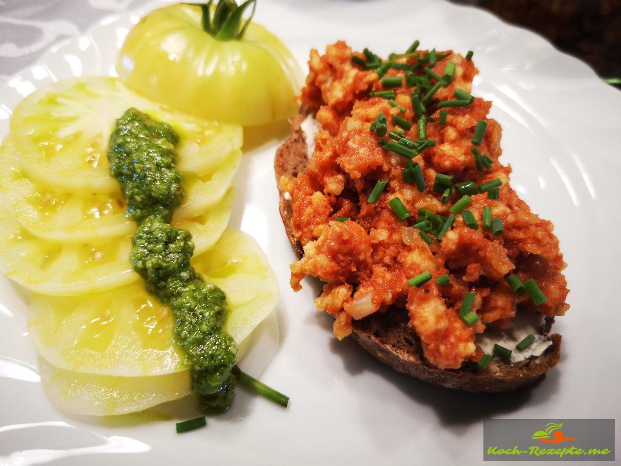Zum Abendessen köstlich mit Tomaten und Basilikum Pesto