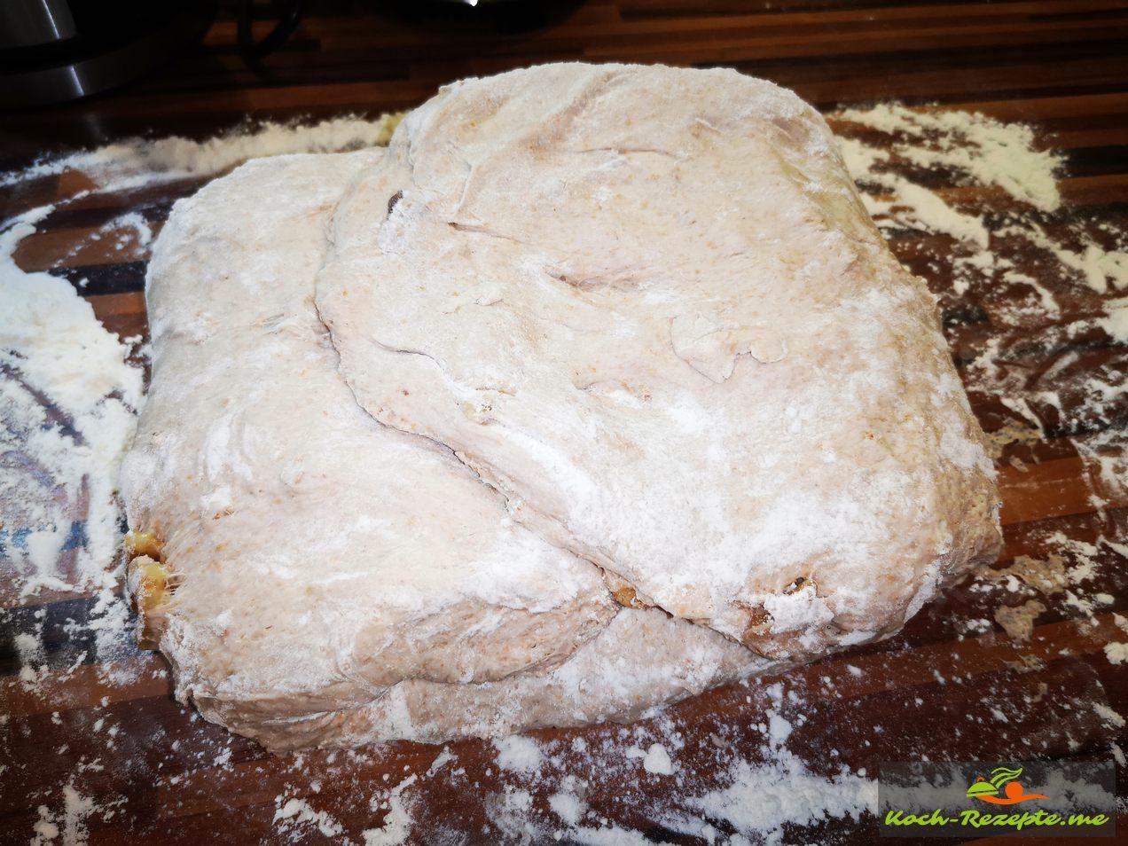 Nach 10 Mal falten zum Brot formen
