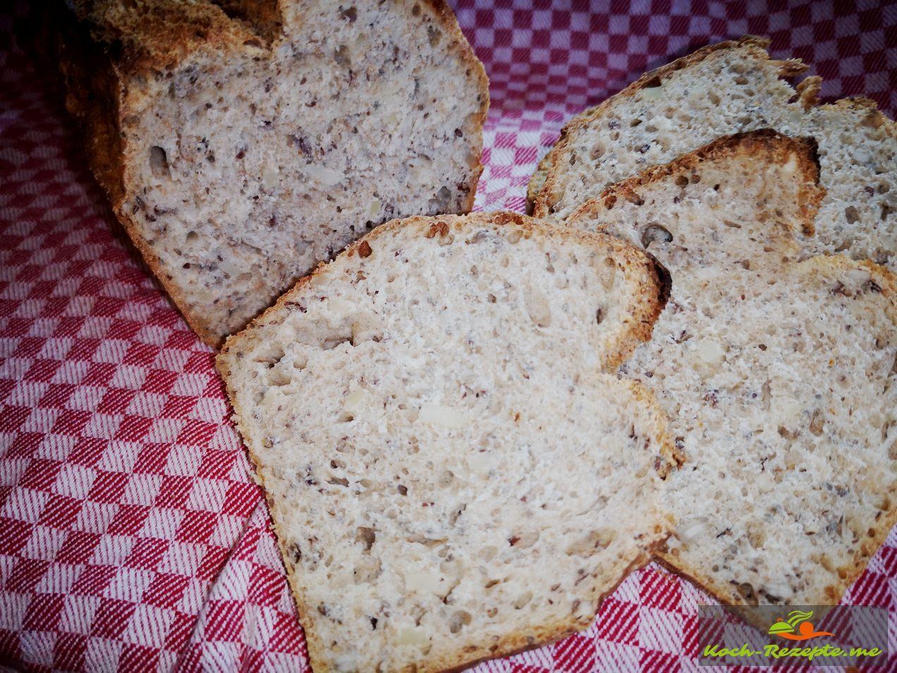 Nachdem das  Brot ausgekühlt ist anschneiden