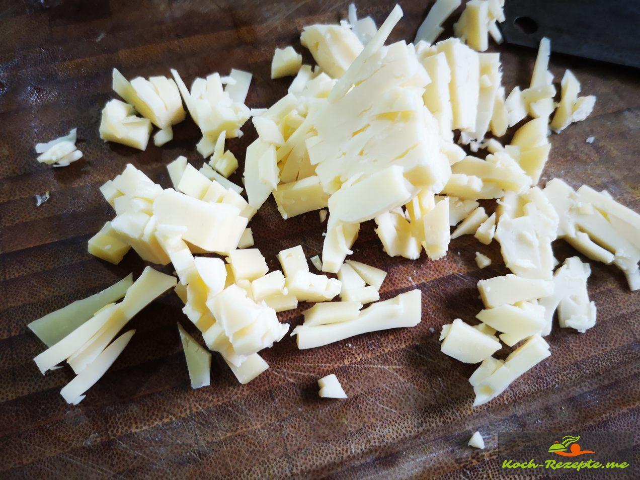 Käse dann fein hacken