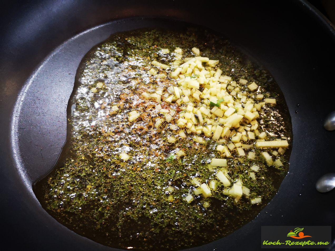 Petersilienöl mit Ingwerwürfel dünsten
