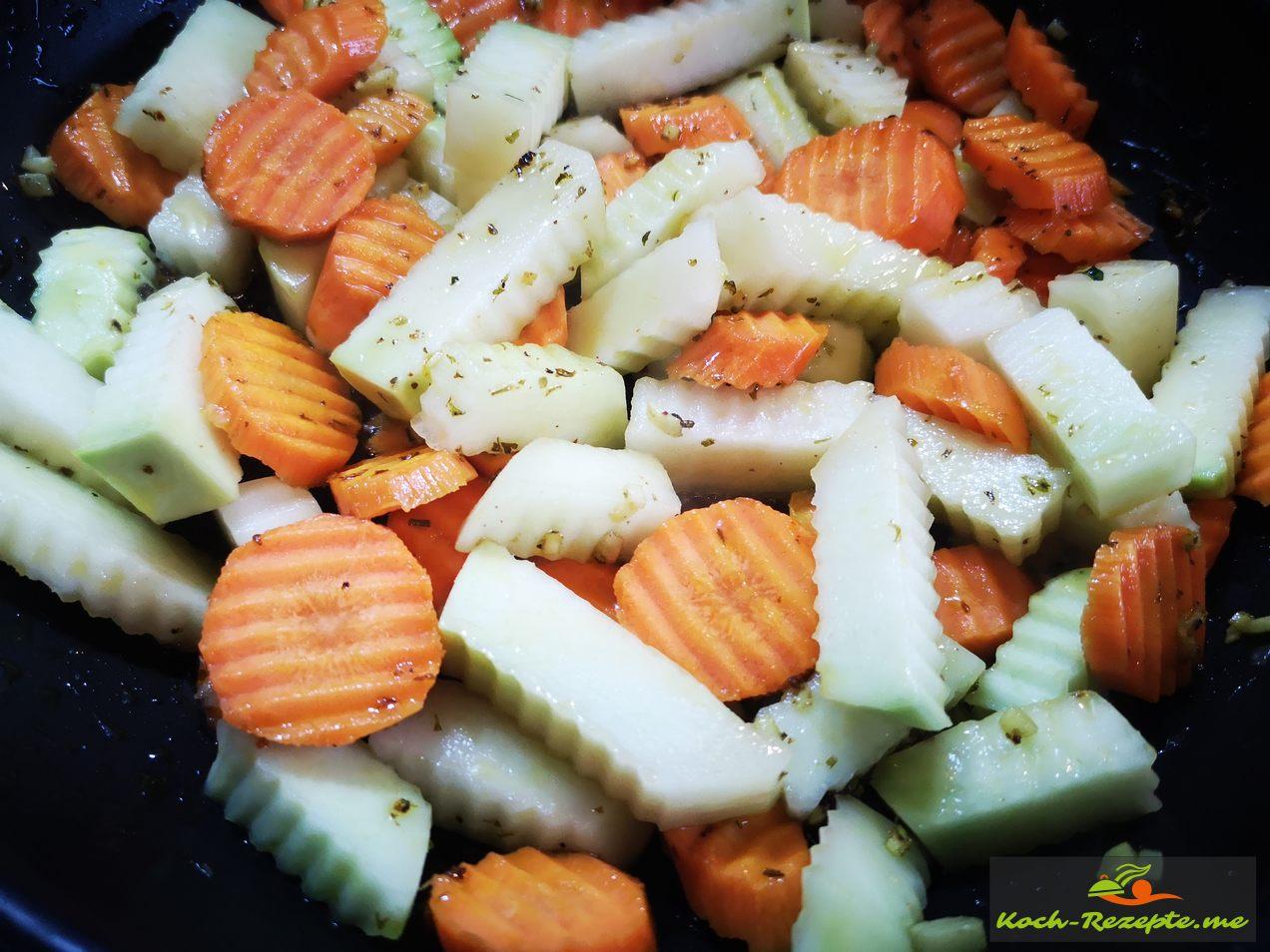 Fertig geschnittene Gemüse im Öl  Ingwer 8 Minuten dünsten