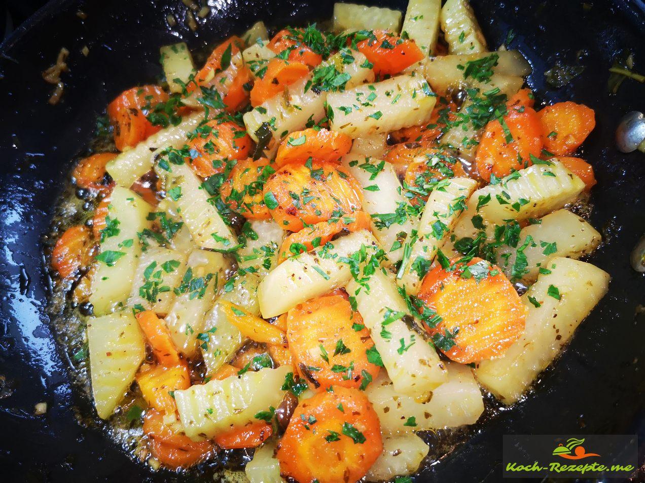 Kohlrabi-Möhren-Gemüse glasiert, servieren als Beilage