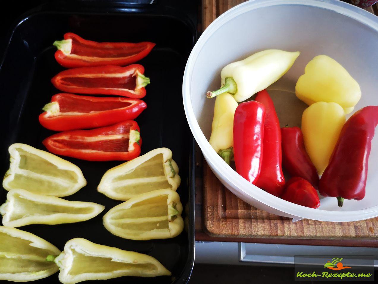 gelbe und rote Spritzpaprika waschen,halbieren und entkernen