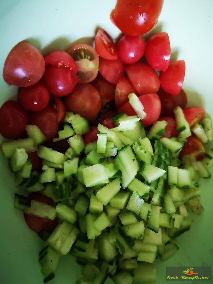 Tomaten und Gurkenwürfel