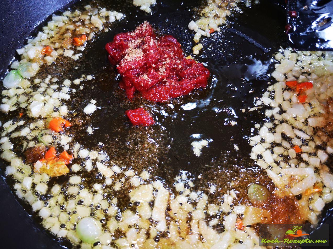 Knoblauch,Ingwer und Chili mit Tomatenmark