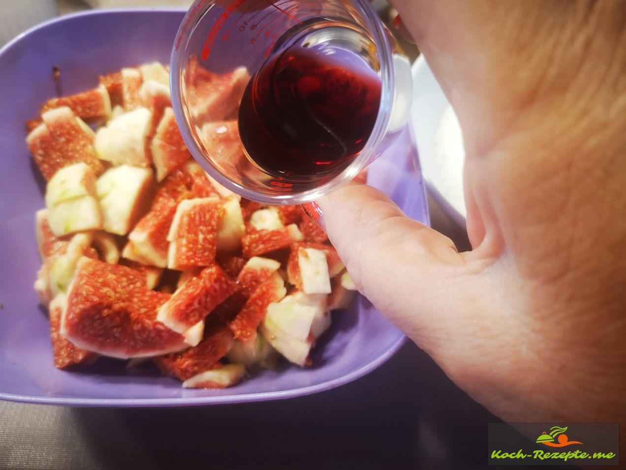 in die Feigenmasse Portwein geben